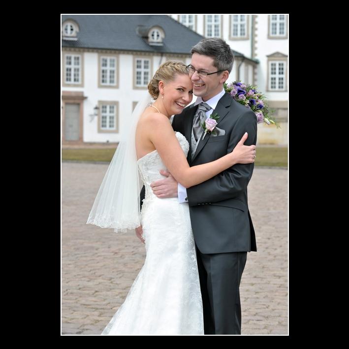 FB Connie og Martin krammer ved slottet  foto fotograf Peter Dahlerup Fredensborg