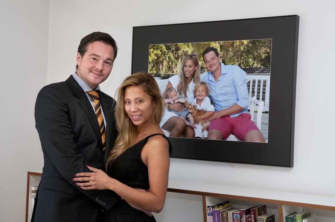 TV3 Kræsne Købere Jackie Navarro og Niels hang fotograf Peter Dahlerup familiebille op ref_F_DSC8034