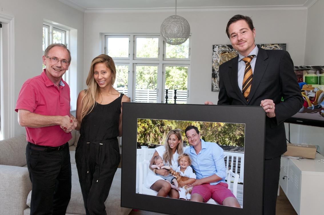 TV3 Kræsne Købere fotograf Peter Dahlerup aflevere bilelde til Jackie Navarro og Niels ref_F_DSC8028