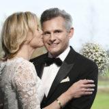 Bryllupsfoto i styrtende regnvejr på Hørsholm Golfklub