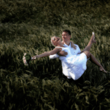 Bryllupsfotograf med erfaring laver flotte og søde bryllupsbilleder i naturen og i studie fotograf i Nordsjælland og fotograf i København med et godt tilbud til den store dag