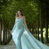 Gravid billeder udendørs i smuk kjole udlånt af fotograf iNordsjælland Peter Dahlerup med studie i Fredensborg